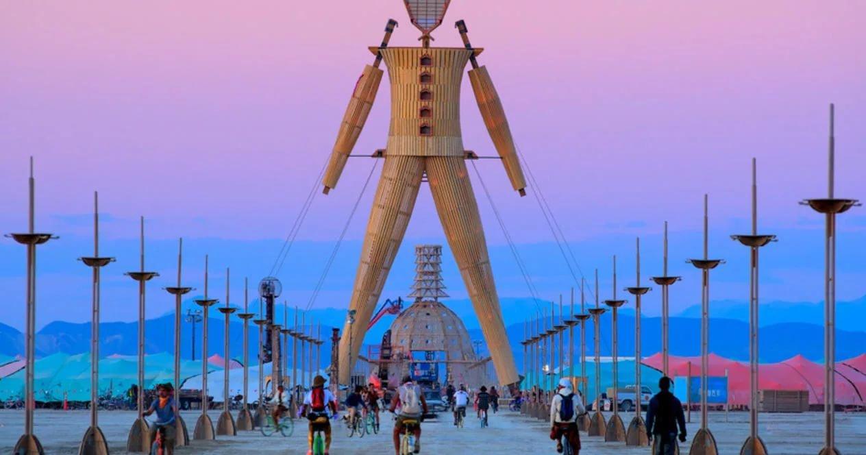 Участник фестиваля Burning Man в США скончался после прыжка в костер