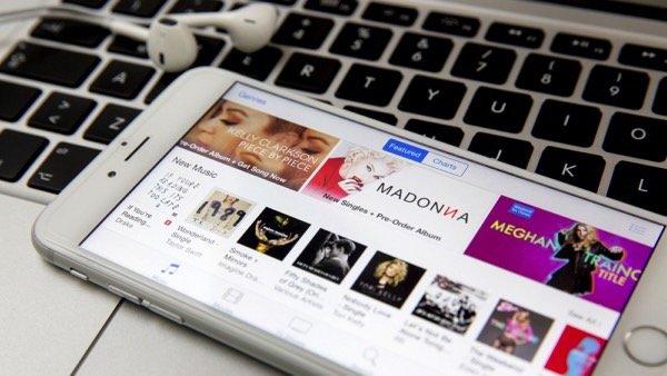 Apple либо Amazon могут получить права нафраншизу оДжеймсе Бонде