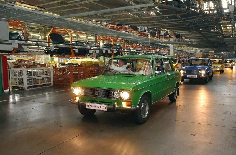 «АвтоВАЗ» празднует 45-летие традиционной модели ВАЗ