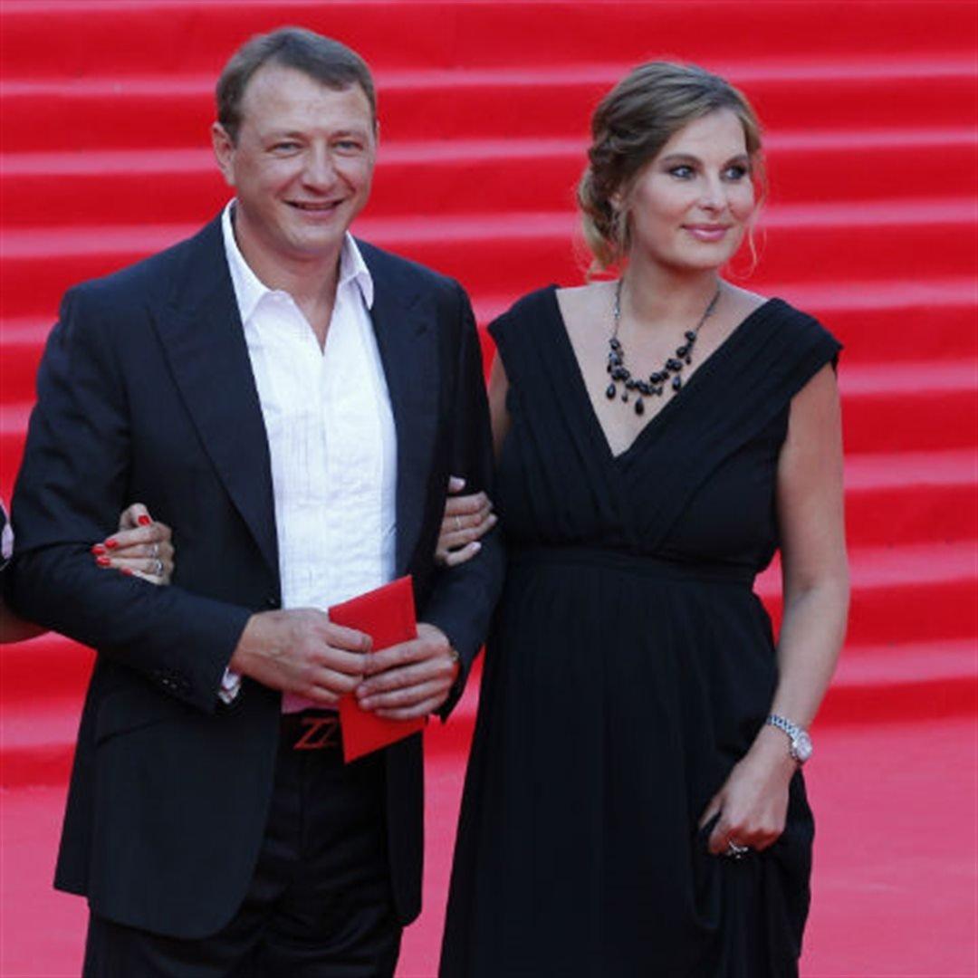 Актёр Марат Башаров тайно женился на давнишней  возлюбленной-экономисте