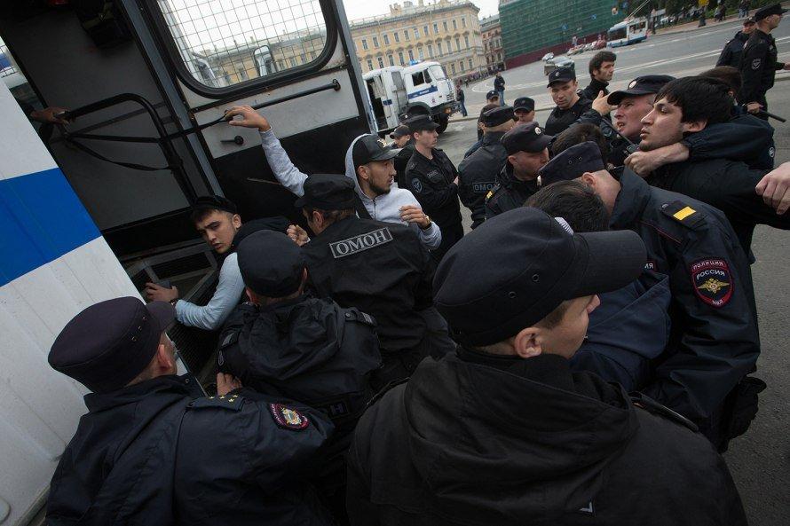 1505052645 i5akeg1xhji Милиция задержала 130 мусульман вовремя незаконного митинга наДворцовой