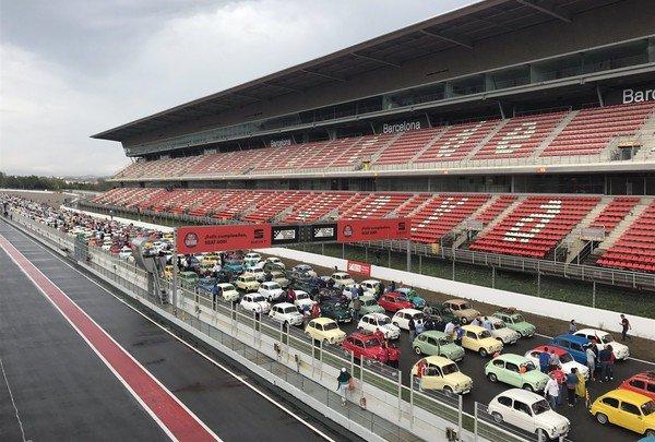 Автомобили Seat 600 установили новый рекорд и попали в Книгу Гиннеса