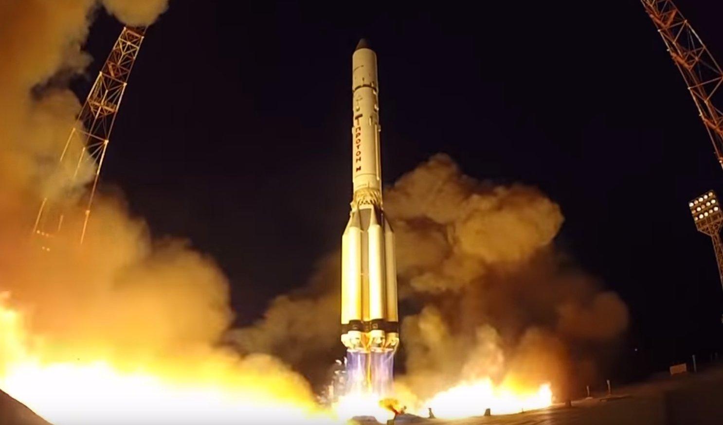 Ракета-носитель Протон-М успешно вывела на орбиту испанский спутник связи