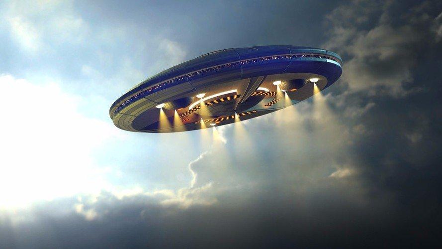 ВШотландии сделали снимок пролетающего над головами очевидцев НЛО