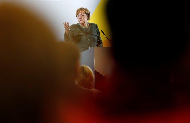Меркель понравилась идея омиротворцах вДонбассе. Что ответит ДНР?