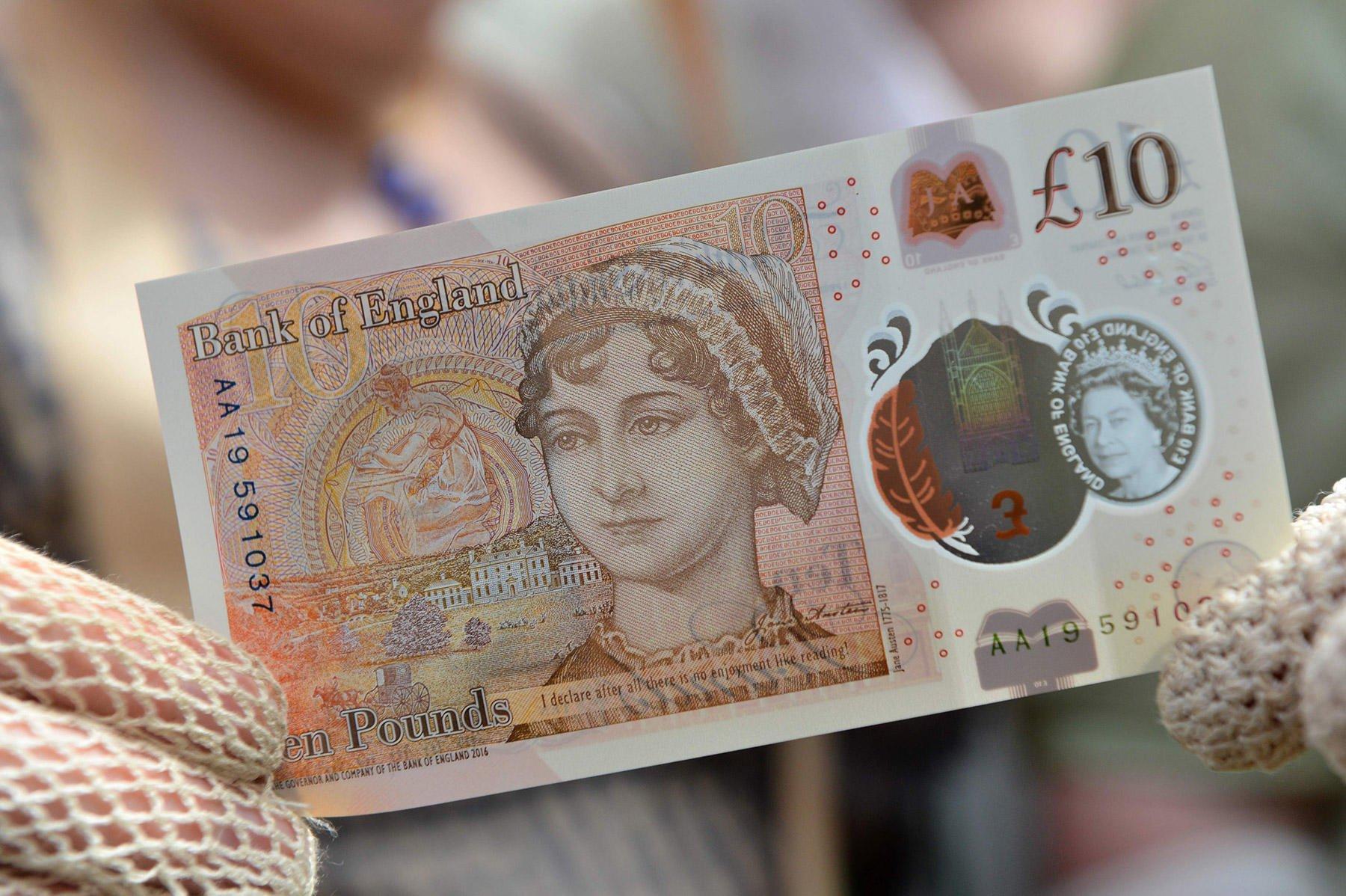 ВСоединенном Королевстве Великобритании вобращение вошли новые банкноты в £10