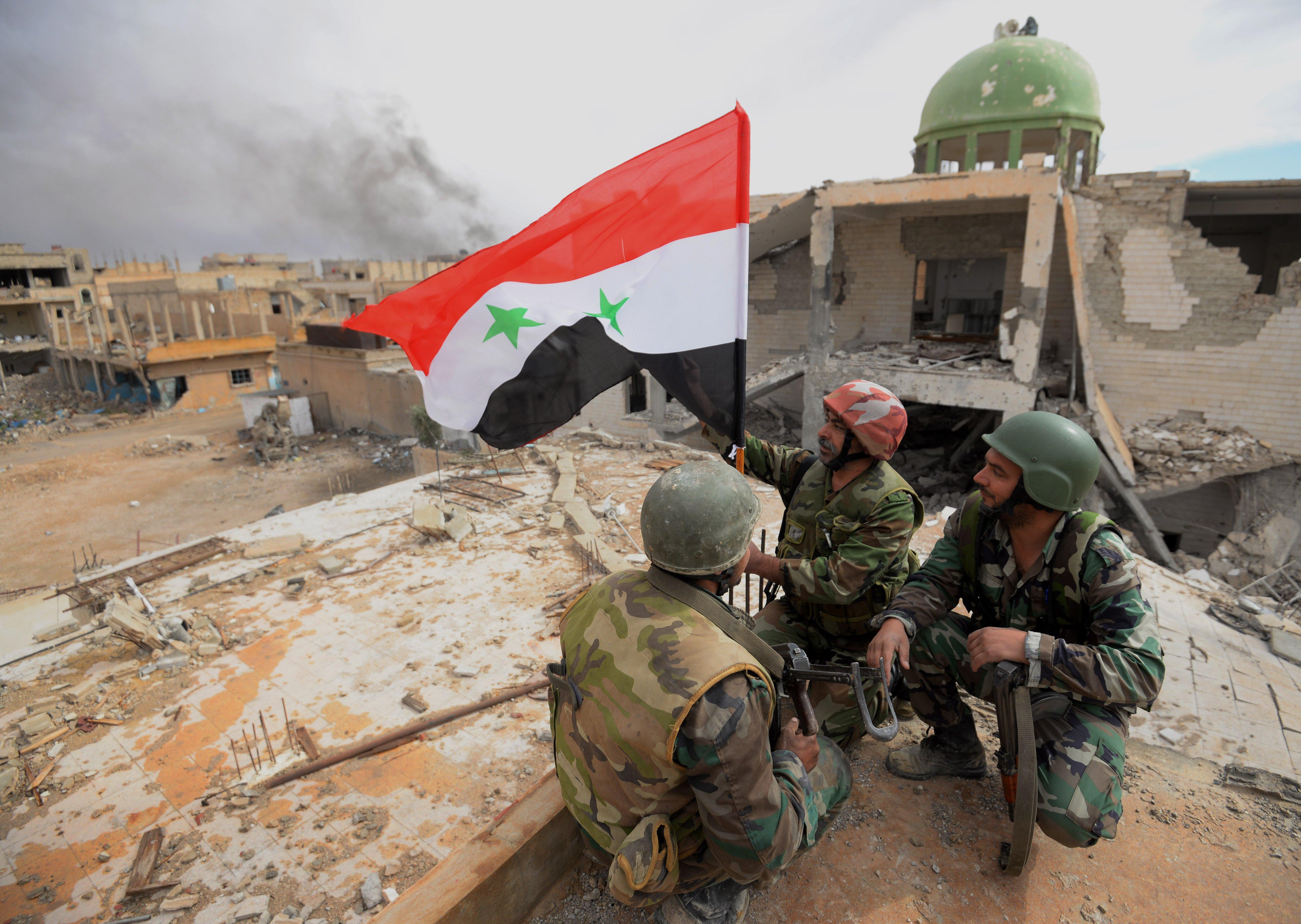 Группа боевиковИГ сдалась сирийской армии вДейр-эз-Зоре