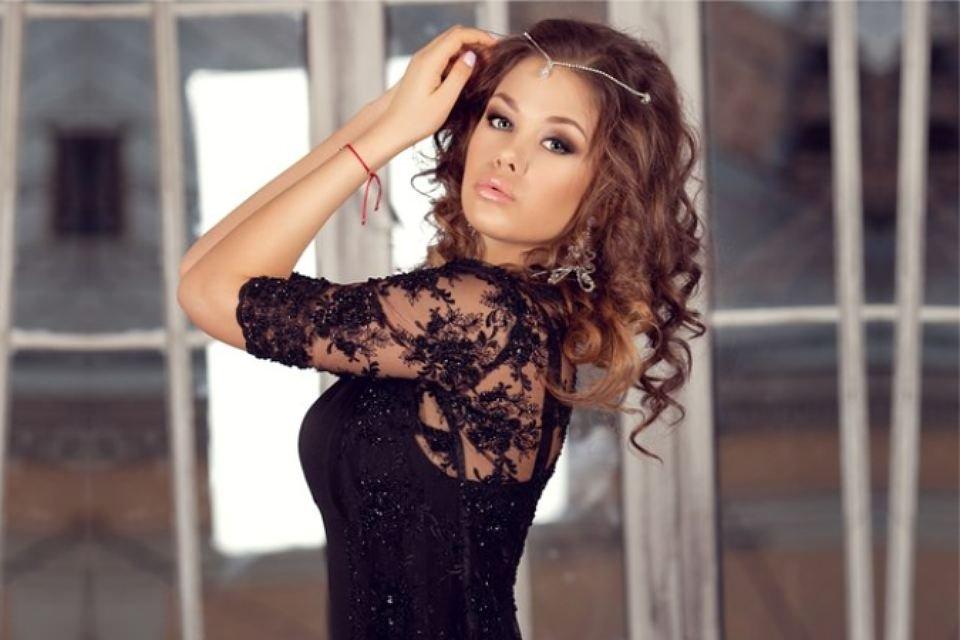 В российской столице измашины участницы конкурса красоты вытянули косметику иразделочные доски