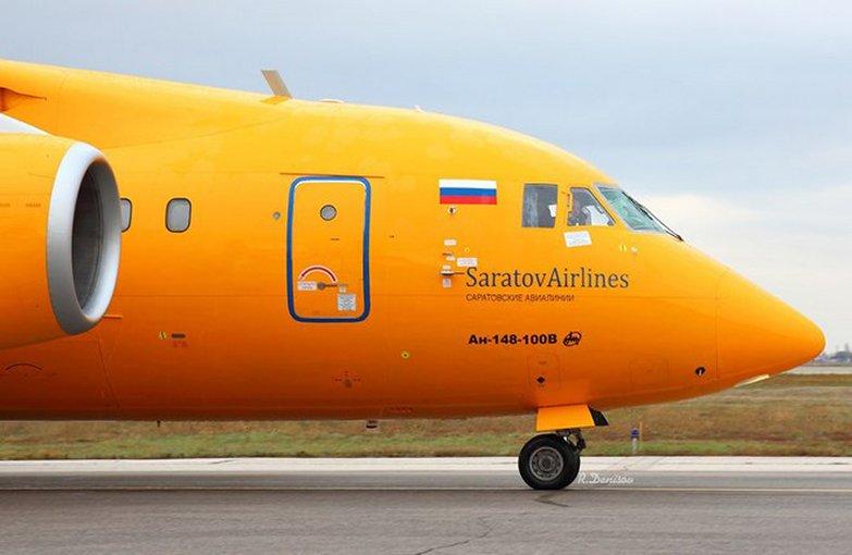 Авиарейс Петербург-Саратов задержали на17 часов из-за птицы вдвигателе
