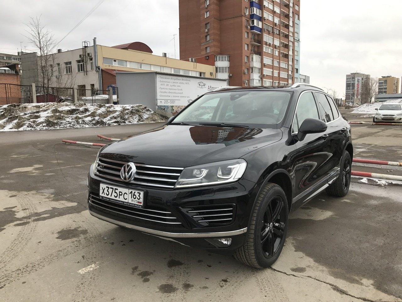 В столице России натестах замечен новый кроссовер VW Touareg