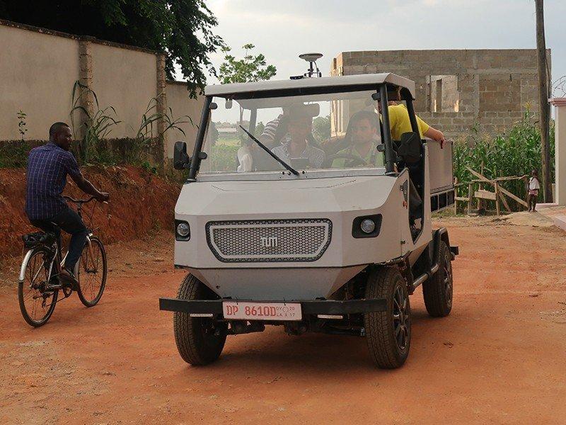 Во Франкфурте представлен электрокар для сельских дорог Африки