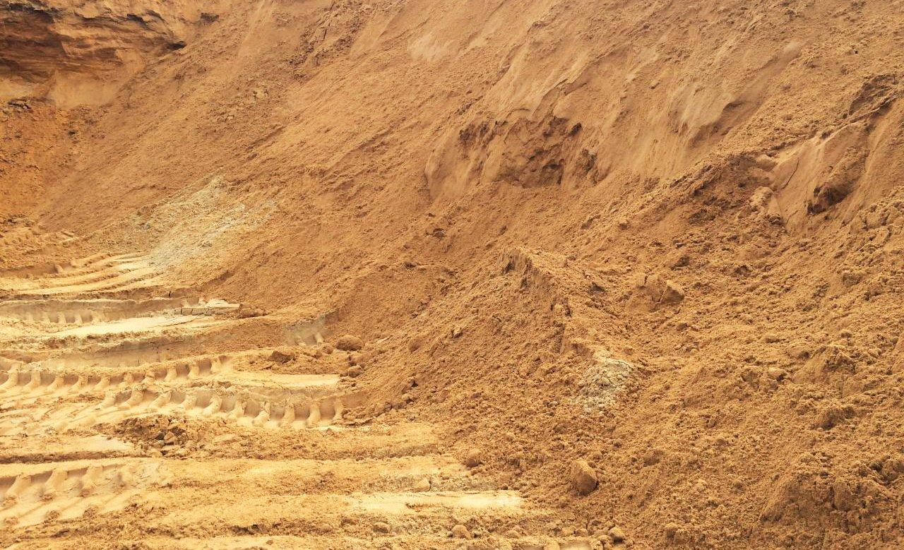 ВМуроме 7-летний парень умер под грудой обрушившегося нанего песка