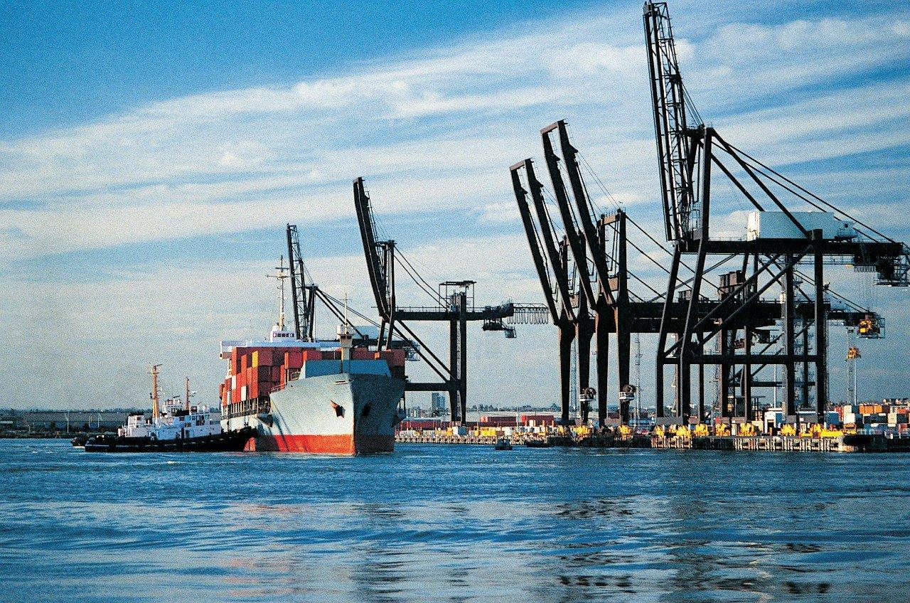 Путин поручил перевести русские порты нарубли