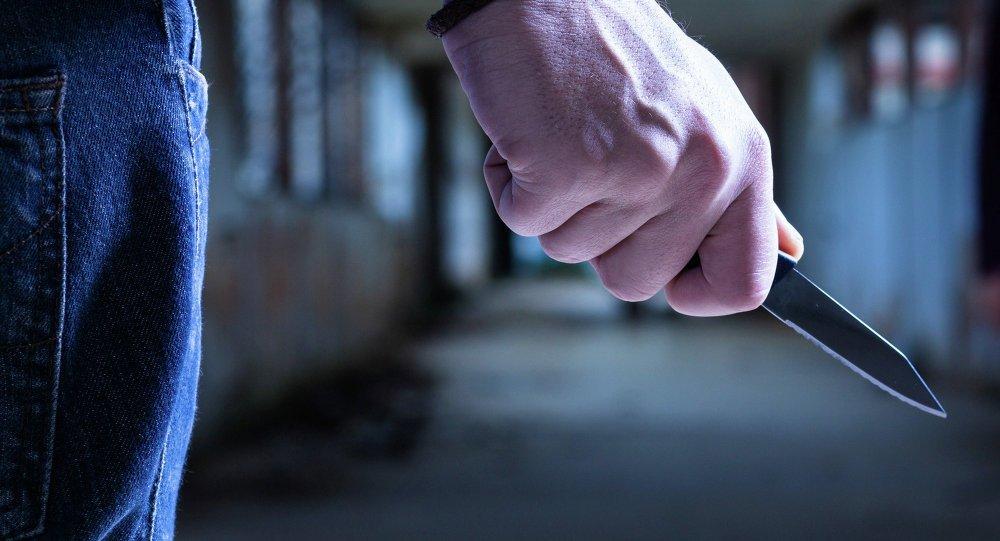 ВАстрахани 42-летний рецидивист зарезал ножом небольшую племянницу