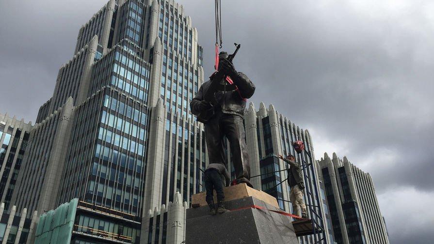 Архитектор указал Макаревичу наего место после слов обуродстве монумента Калашникову