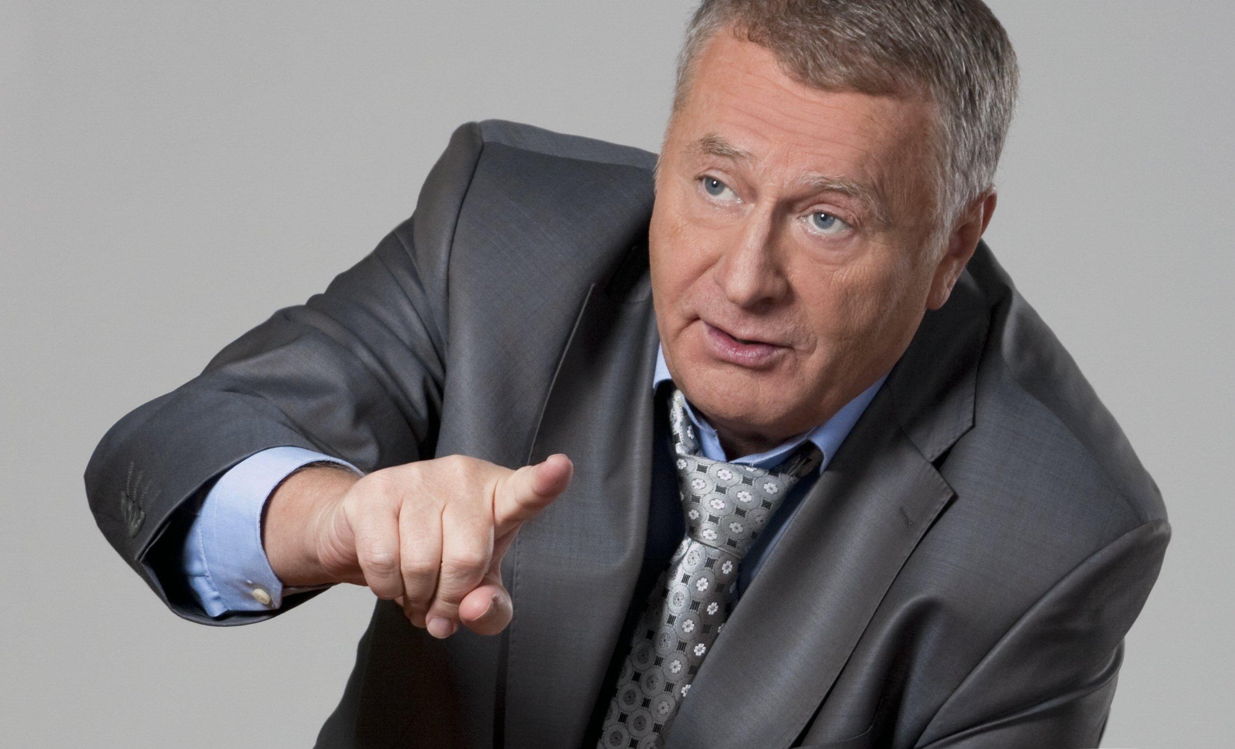 Жириновский требует уитальянцев 100 000 за«дискомфортную» рубашку