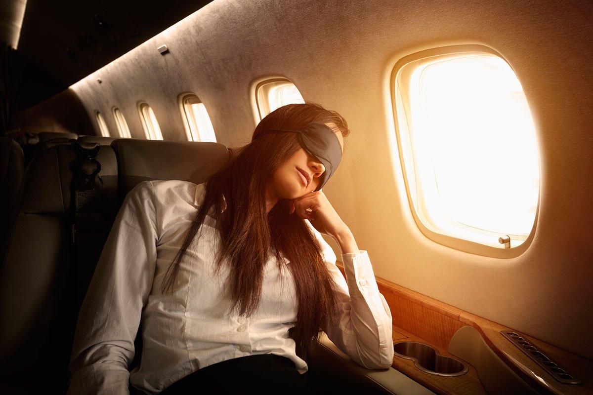 «Неспать»: учёные поведали, чем небезопасен сон наборту самолёта