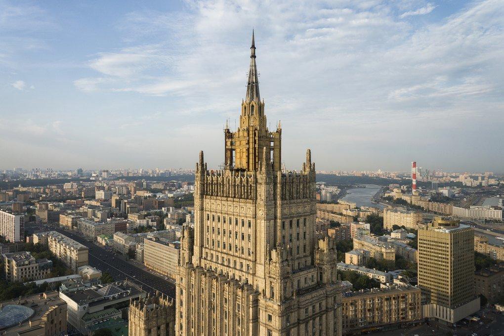 Репортерам показали новый шпиль здания МИДРФ