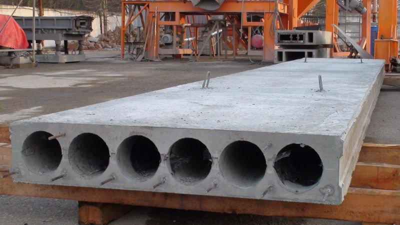 ВОренбурге cотрудники экстренных служб освободили застрявшего между бетонных плит ребенка