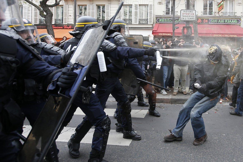 Встолице франции непрекращаются беспорядки из-за перемен
