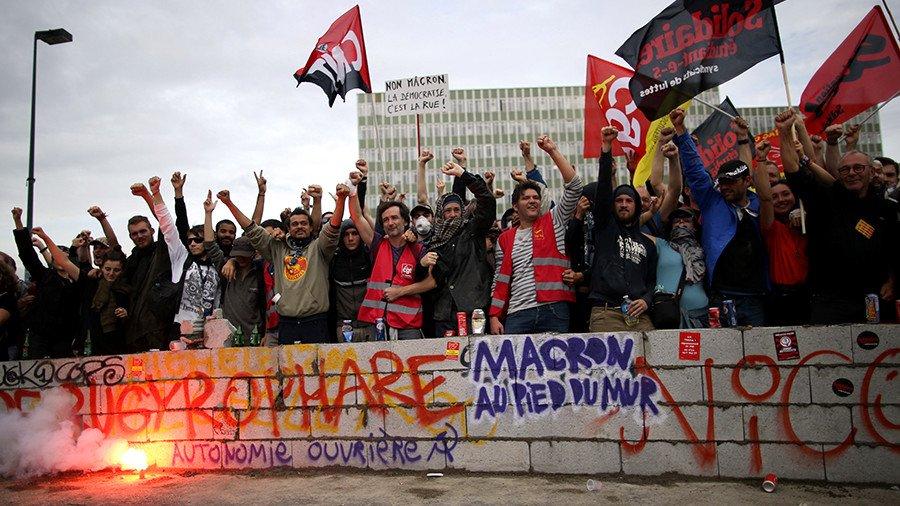 Встолице франции началась очередная демонстрация противников трудовой реформы