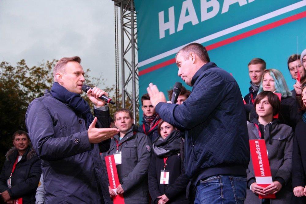 Намитинг Навального воВладивостоке пришли около 700 человек, включая геев