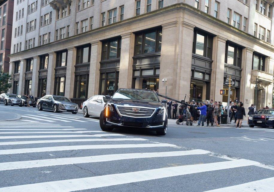 Флагманские седаны компании кадилак направились вавтономный пробег доЛос-Анджелеса