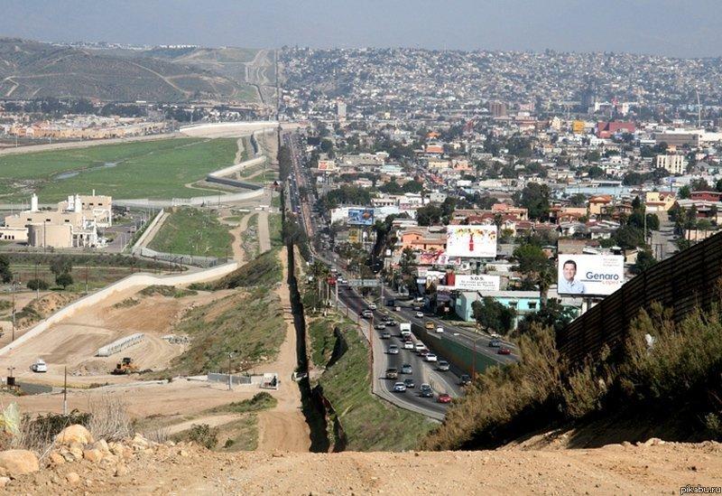 Награнице сМексикой появились куски «стены Трампа»