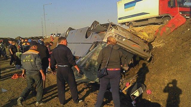 Автобус опрокинулся вКрыму, шесть человек пострадали— МВД