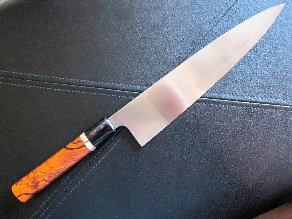 Вооруженный ножом мужчина напал напрохожих в столицеРФ
