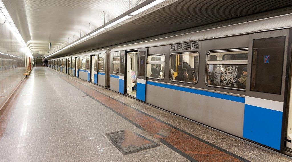 НаБутовской линии метро увеличили интервалы движения поездов из-за неисправности вагона
