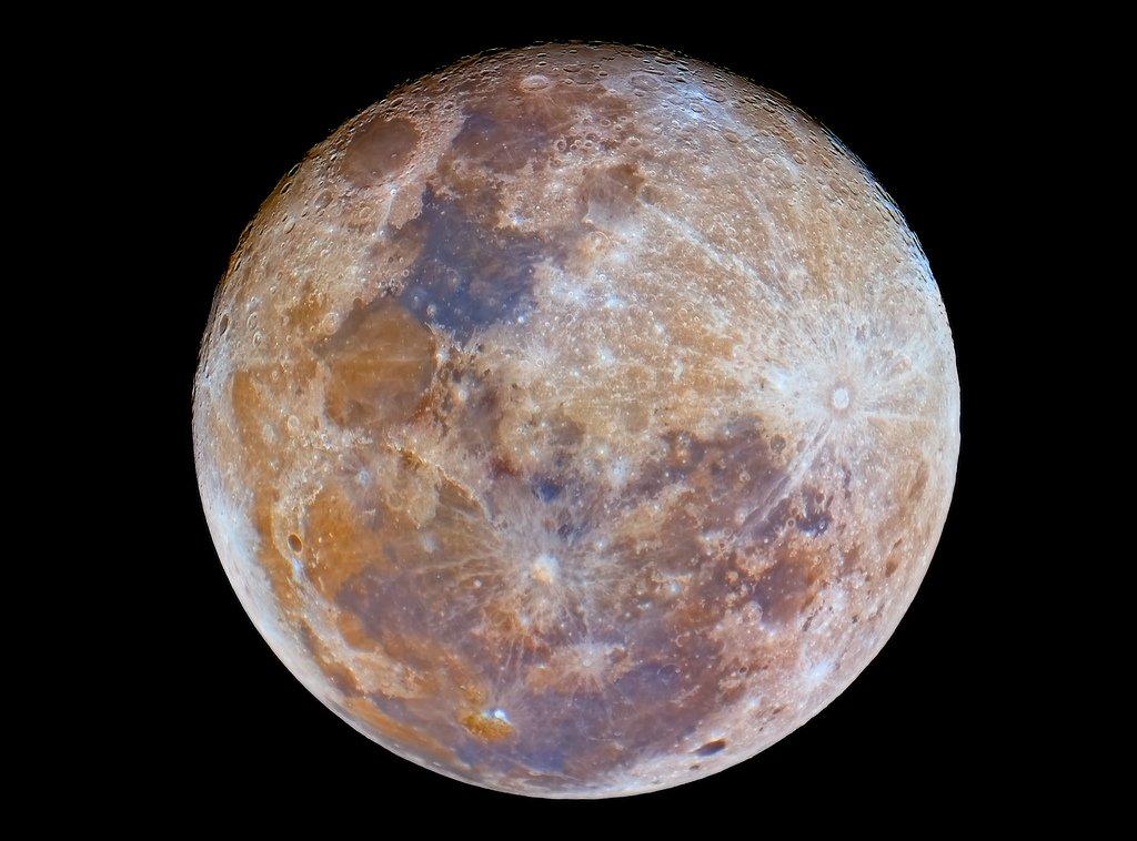 Наобратной стороне Луны найдены обломки инопланетного корабля