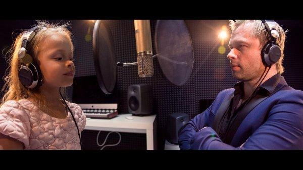 Дочь Виталия Гогунского выпустила первый клип под названием «Малявка»