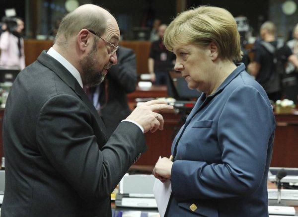 Мартин Шульц обвинил Меркель в том, что та военизирует Германию