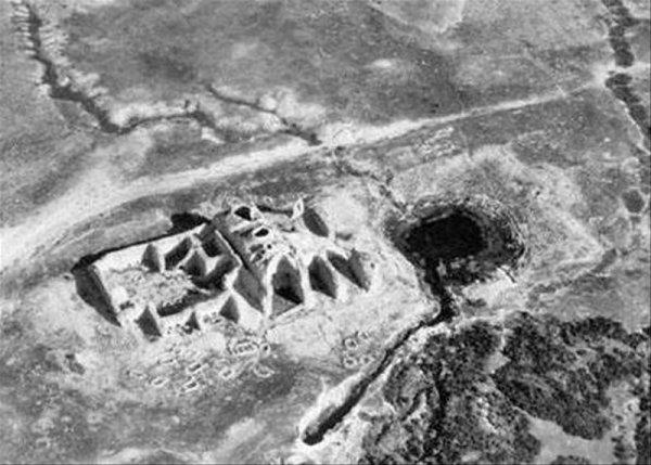 Агентство NASA зафиксировало на фото инопланетную пирамиду на Луне: Сооружение служит наблюдательным пунктом за человечеством