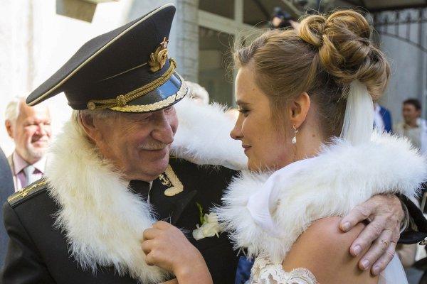 Иван Краско отказался праздновать годовщину свадьбы из-за финансовых трудностей в семье
