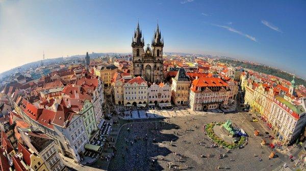 Глава МИД Чехии получил травму головы при ДТП