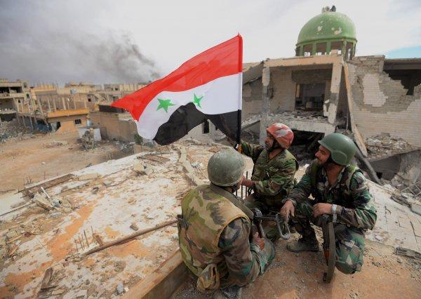 Группа террористов ИГ сдалась сирийской армии в Дейр-эз-Зоре
