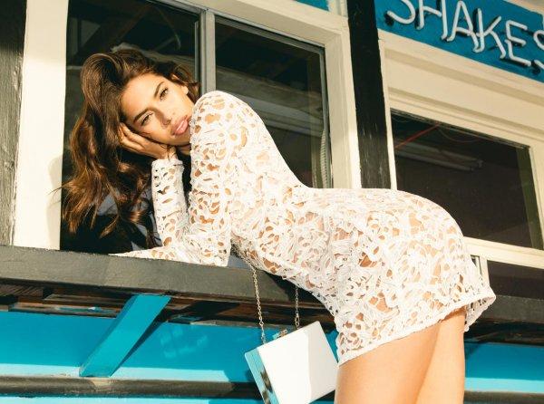 Реклама одежды заблокирована по причине слишком сексуального вида моделей