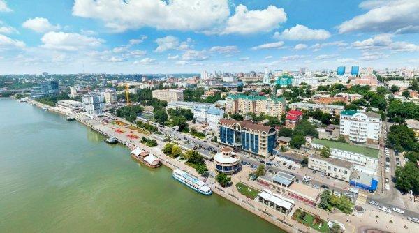 В центре Ростова-на-Дону горит гостиница, одна стена обвалилась