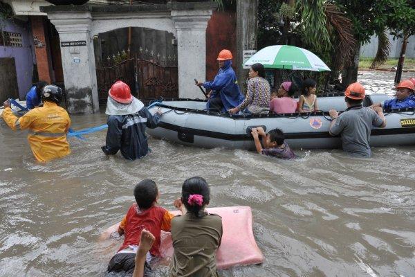 Около 35 тысяч человек эвакуировали из-за возможного извержения вулкана на Бали