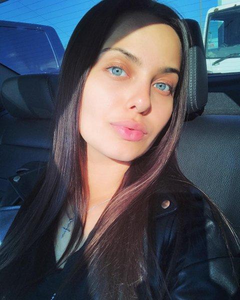 «Русская Анджелина Джоли» показала лицо без макияжа