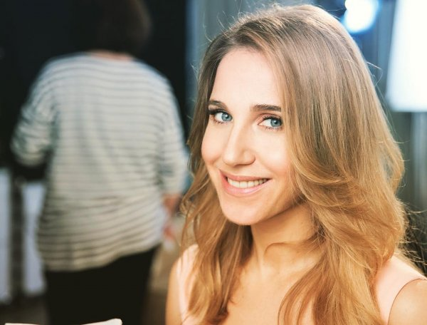Юлия Ковальчук перестала скрывать беременность и показала живот