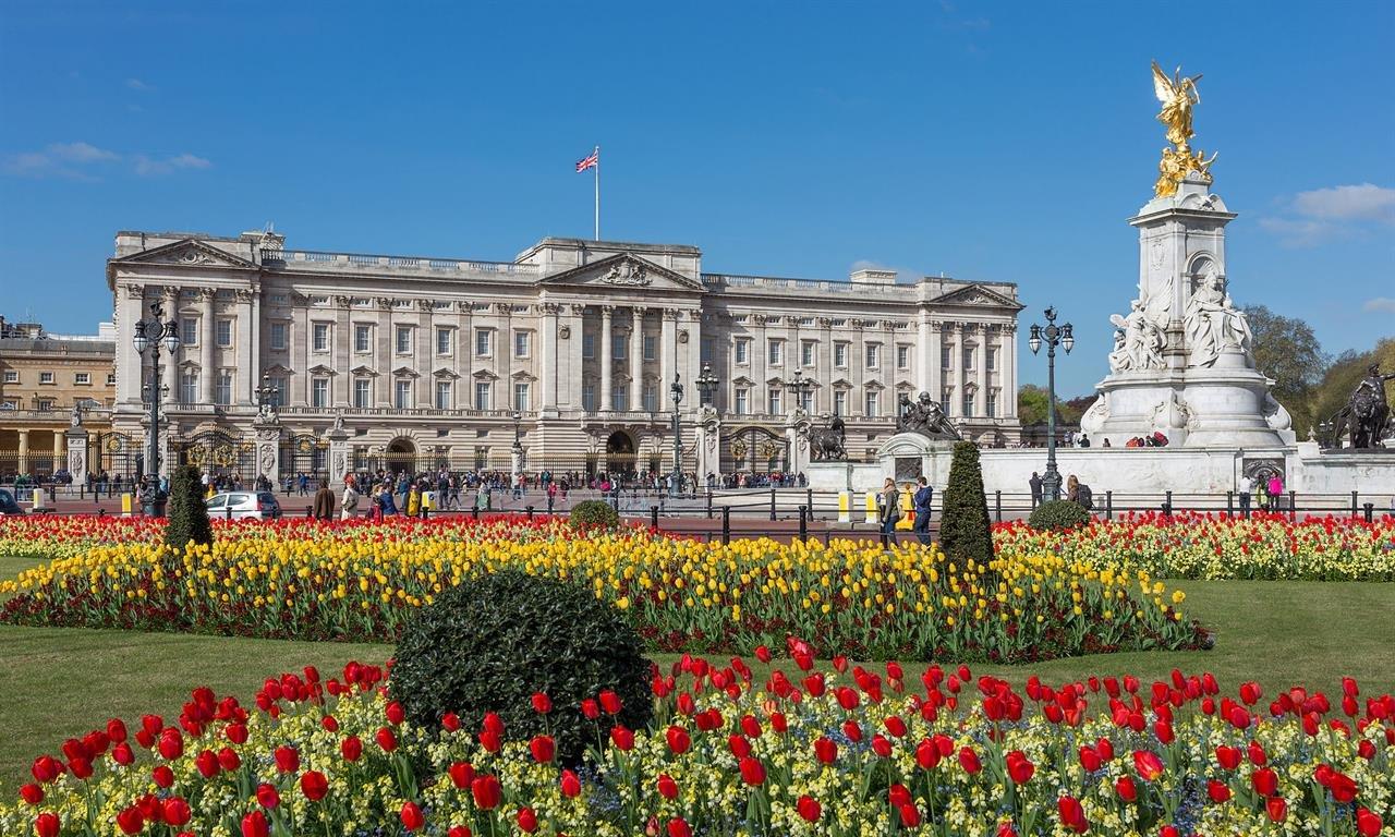 Букингемский дворец возмущен поведением Терезы Мэй