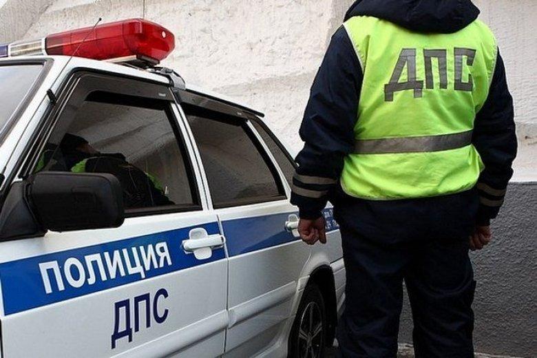 ВЧелябинской области шофёр прокатил накапоте инспектора ДПС
