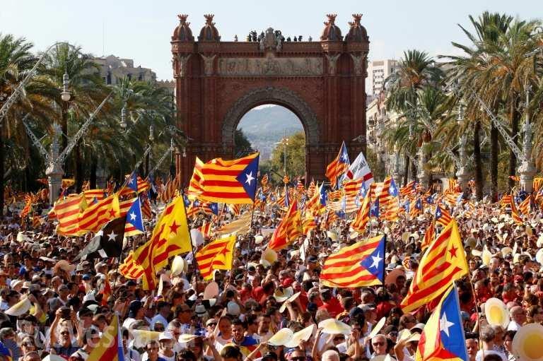 Макрон объявил оподдержке территориальной целостности Испании
