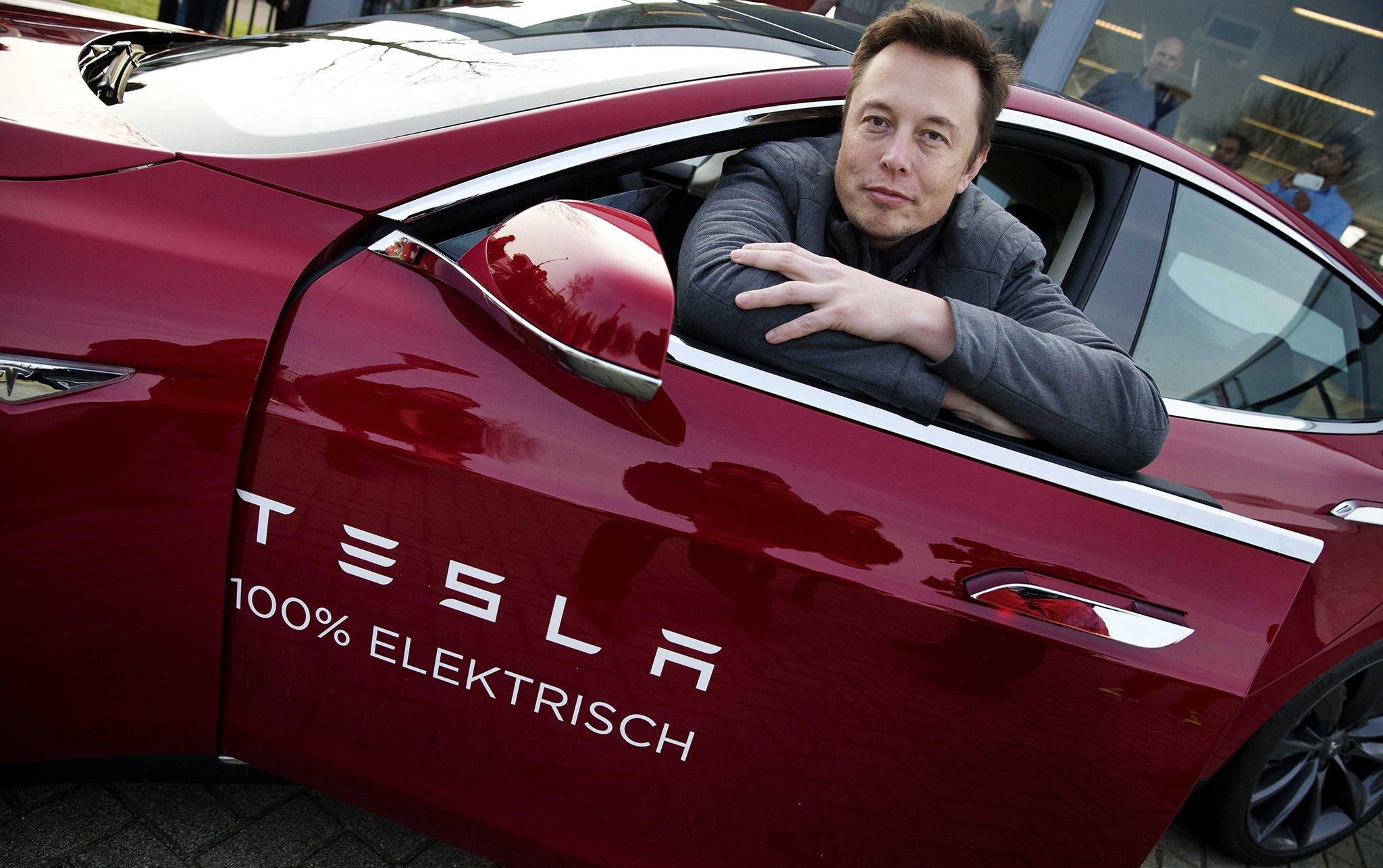 Илон Маск отказывается торговать Tesla Model 3 собственной матери без очереди