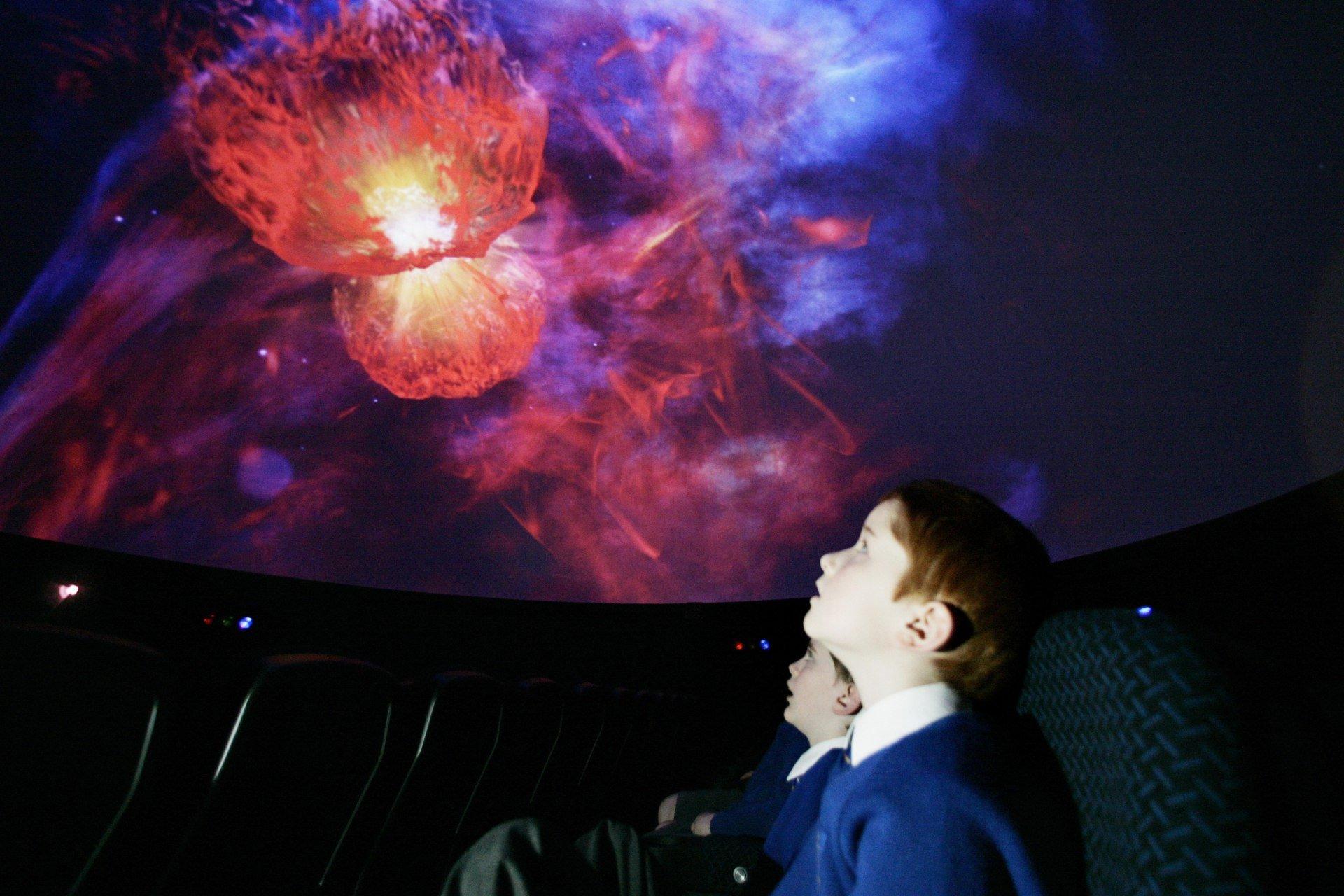 Мобильный планетарий открыли настанции метро «Выставочная»
