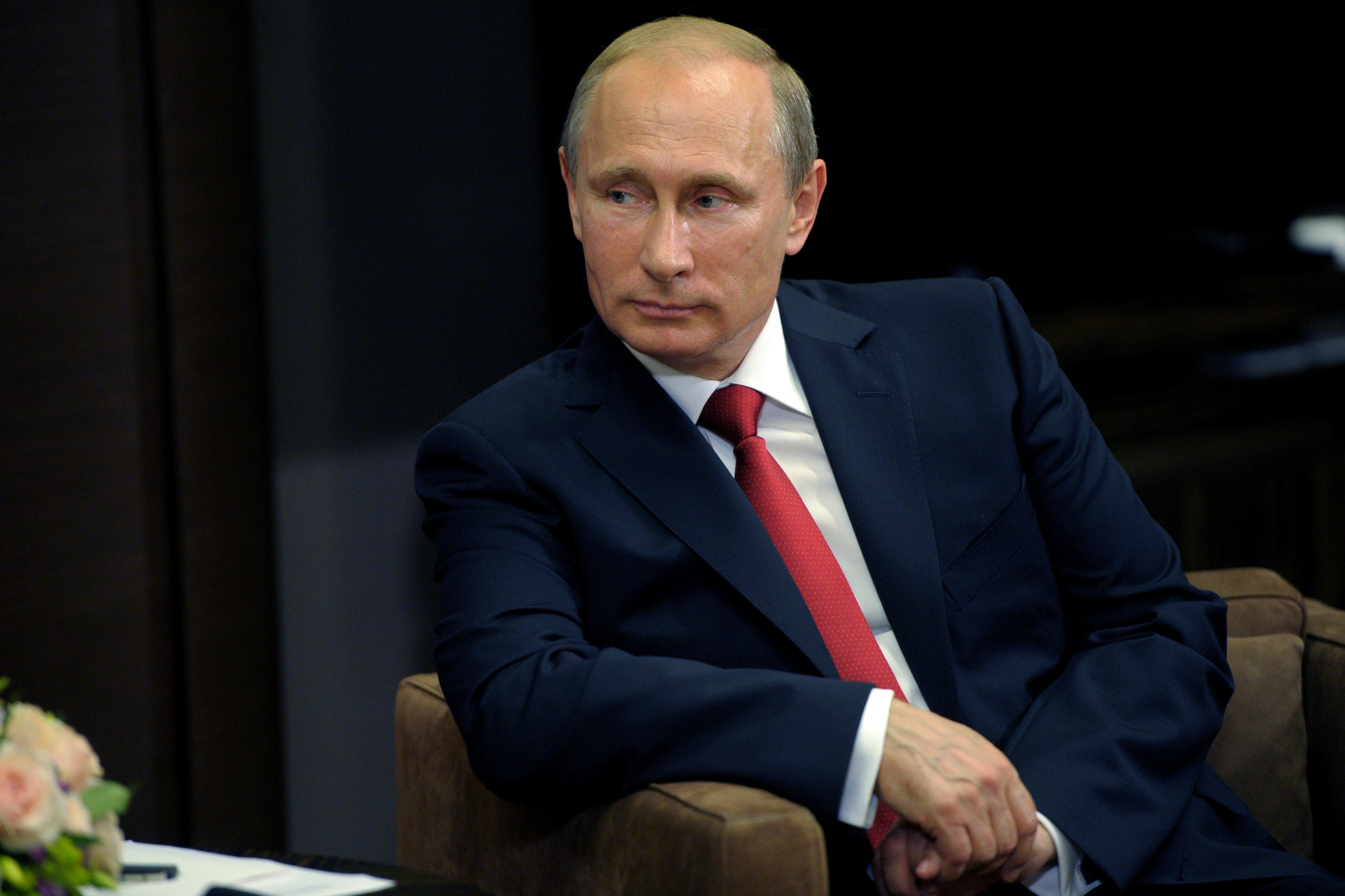 Путин посмотрел фильм осоветской космической станции «Салют-7»