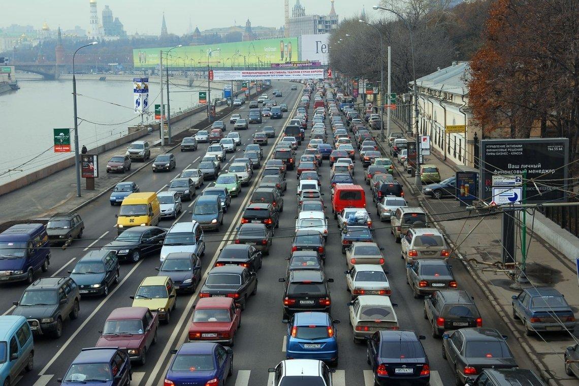 На трассах в столице России образовались девятибалльные пробки